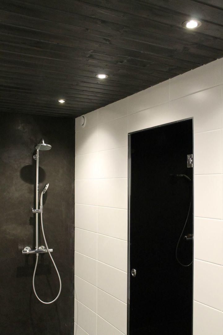 kylpyhuoneen valaistus - tumma kylppäri, suihkuseinä hieno,
