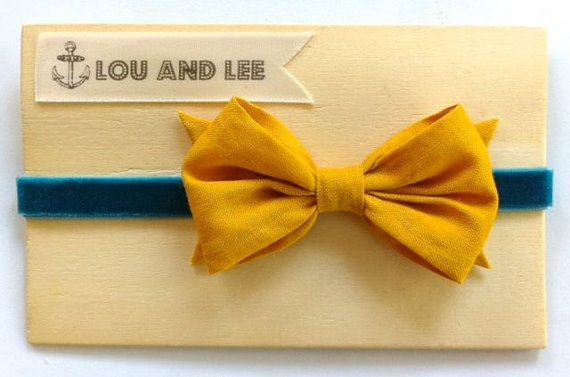 Baby bow headband  with vintage mustard fabric and by louandlee, $16.00: Bows Headbands, Baby Bows, Velvet Headbands, Baby Baby, Baby Moon, Baby Girls, Baby Brennan, Mustard Bows, Girls Headbands