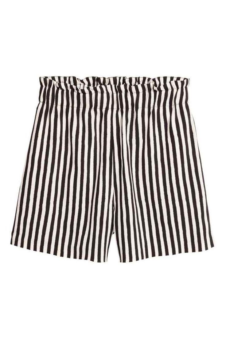 Pantaloni scurți largi - Alb/cu dungi - FEMEI | H&M RO