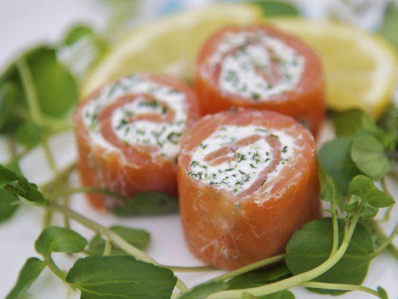Probieren Sie die leckeren Lachs-Frischkäse-Röllchen von EAT SMARTER!