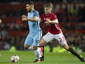 Manchester United's Luke Shaw 'to see specialist over ligament damage'