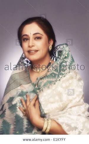 A young Kiron Kher in one of rare photos. She is wearing a dhakai jamdani cotton Saree . Description by Pinner Mahua Roy Chowdhury