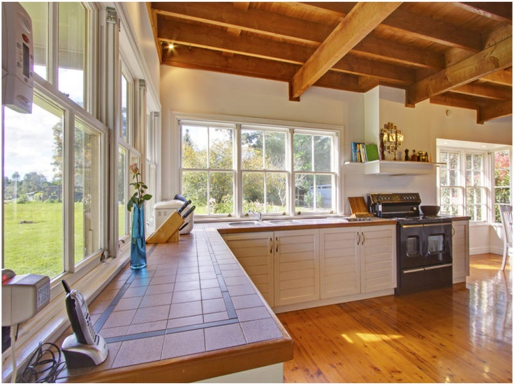 Love all the windows and big oven