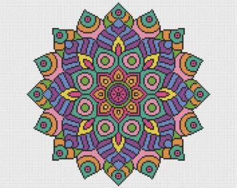 ¡ Bienvenido!  Disponible aquí es este kit de punto de Cruz completa que contiene todo que lo necesario para coser este diseño maravillosamente coloridos Mandala de espectro. El kit vendrá con vibrantes hilos DMC y utiliza completo Cruz puntadas solo. Este kit es de un nivel de habilidad fácil para un proyecto de relajante.  El kit contendrá;  Una pieza de 16 cuenta tela Aida blanca, 2 x John James cruz puntada agujas, Genuino hilos DMC ordenados en un organizador El gráfico de punto de…