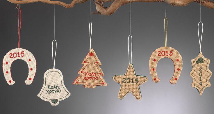 www.mpomponieres.gr Χριστουγεννιάτικα κρεμαστά στολίδια δέντρου από τσόχα και λινάτσα με κερωμένο κορδόνι και κεντημένο επάνω τους το 2015 ή η ευχή καλή χρονιά. Τα διακοσμητικά στολίδια μπορείτε να τα επιλέξετε σε οποιοδήποτε συνδυασμό χρωμάτων . Όλα τα χριστουγεννιάτικα προϊόντα μας είναι χειροποίητα ελληνικής κατασκευής. http://www.mpomponieres.gr/xristougienatika/xristougeniatika-kremasta-stolidia-apo-linatsa-kai-tsoxa.html #burlap #christmas #ornament #felt #stolidia #xristougenniatika