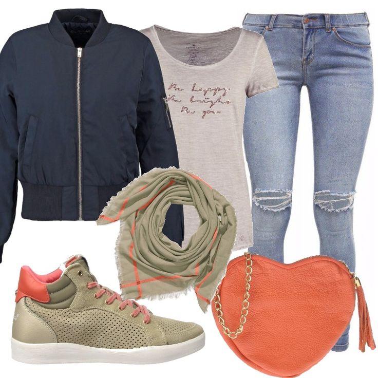 Bomber blu in tessuto, abbinato ad un jeans chiaro di taglio skinnny con strappi; t-shirt beige mélange con motivo di paillettes. Sneakers alta in pelle chiara con particolari corallo. Piccola tracolla a forma di cuore. Sciarpina abbinata a completare l'outfit.