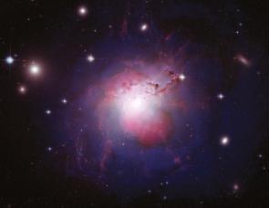 El universo podría contar con una dirección privilegiada.  Una de esas indicaciones proviene de la radiación de fondo cósmico de microondas. Como cabría esperar, dicha radiación no exhibe un aspecto completamente uniforme, sino que se encuentra plagada de pequeñas irregularidades que motean el cielo