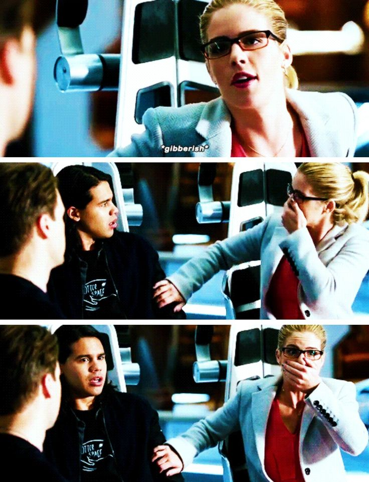 """Felicity Smoak in #LegendsofTomorrow #Season2 #2x07 - Crossover Part 3! -- """"Severe time jumps can cause nausea, temporary deafness... linguistic disorientation."""""""