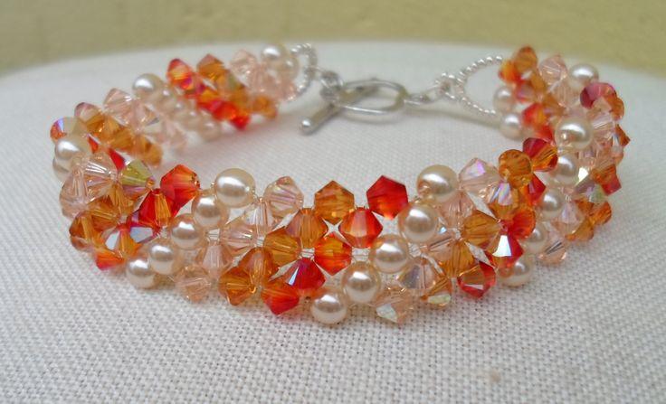 Bracciale diagonale effetto sfumato, idea regalo, festa della mamma, bracciale di Swarovski color topazio, arancio e champagne con perle by LaChecheCreativa on Etsy
