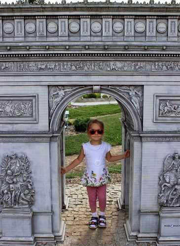 Odkrywamy Kaszuby. W ramach wakacyjnych podróży z dzieckiem zaplanowałyśmy jednodniową wycieczkę do Kaszubskiego Parku Miniatur i Gigantów.
