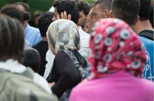 Faktencheck Flüchtlinge:  Von Asylrecht bis Wirtschaftsflüchtlinge  - Mehr als 200.000 Flüchtlinge haben im Jahr 2015 bisher einen Asylantrag in Deutschland gestellt. Foto: dpa-Zentralbild http://www.stuttgarter-zeitung.de/inhalt.faktencheck-fluechtlinge-von-asylrecht-bis-wirtschaftsfluechtlinge.a431f6c6-fb8e-439d-a51a-1154e46b9f8d.html