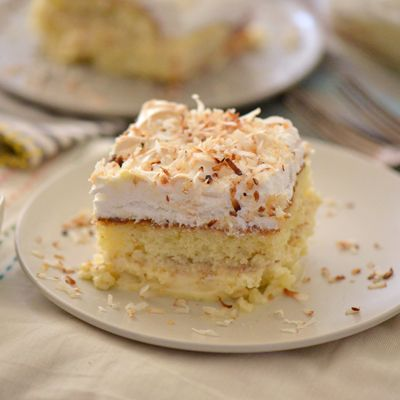 "A delectable Venezuelan cake with layers of coconut cream, meringue and a drizzle of rum. Translated, its name means ""tastes good to me"" which certainly lives up to its name."