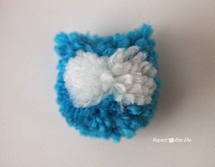 Coming at you with another adorable owl yarn craft today! These cut little Pom  Pom 5a641a1cbe90