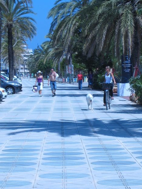 Large sidewalks like in Ibiza