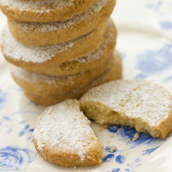 https://www.guiainfantil.com/recetas/recetas-de-navidad/polvorones-caseros-para-navidad-recetas-dulces-tradicionales/