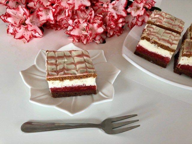 Czerwony kapturek - bajeczne ciasto z truskawkami! - Blog z apetytem
