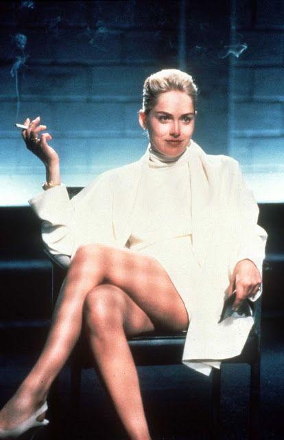 O Mini vestido branco usado por Sharon Stone no filme Instinto Fatal (Basic Instinct, 1992) - O vestido bem curto usado pela atriz no filme, não saiu da memória das mulheres e dos homens. Foi criado pelos figurinistas Nino Cerruti e Ellen Mirojnick, atualmente se encontra exposto em um museu em Nova York.