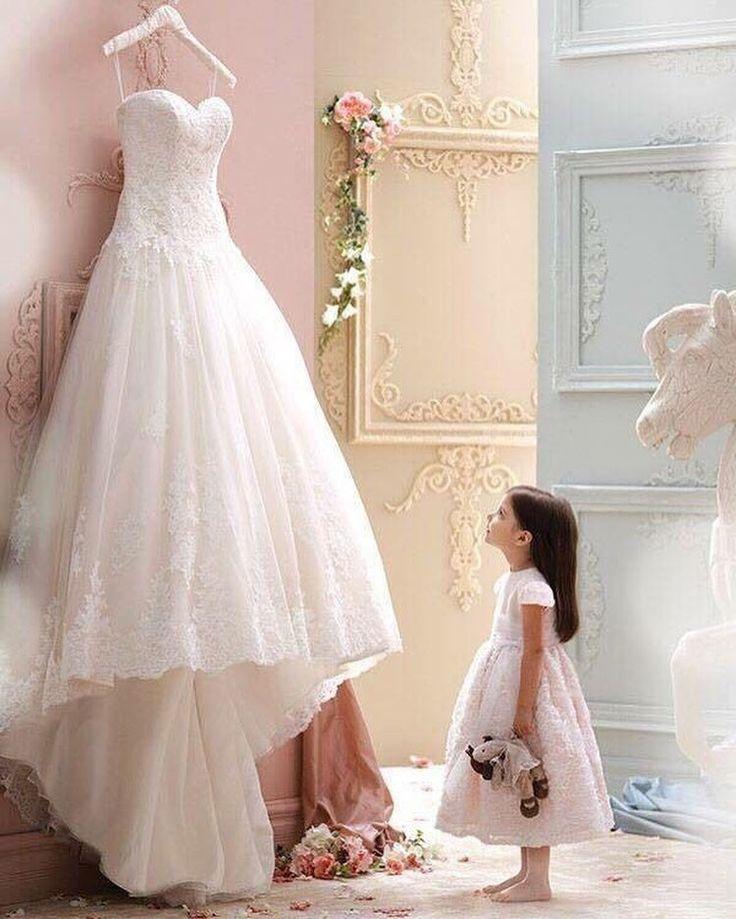 Nei sogni come in amore non ci sono cose impossibili.❤️❤️❤️LA MAGIA DI SPOSARSI IN PRIMAVERA CON UN ABITO DA SPOSA DALLO STILE PRINCIPESCO #lesposedigiuliaparma #lezardifashion #weedingtime #weddingdress #bridal #bridalgown #bridaldress #tisposo #tiamo #sognare #instawedding #instadress #abitodasposacercasi #abitodasposa #princess #sayyestothedress http://gelinshop.com/ipost/1524528234350447771/?code=BUoNloSgwyb