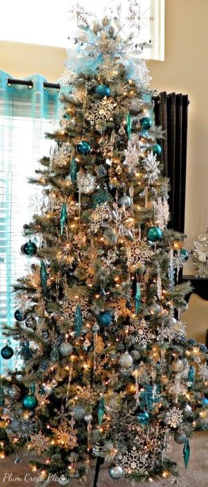 Absolutely gorgeous!  Frozen themed Christmas tree.