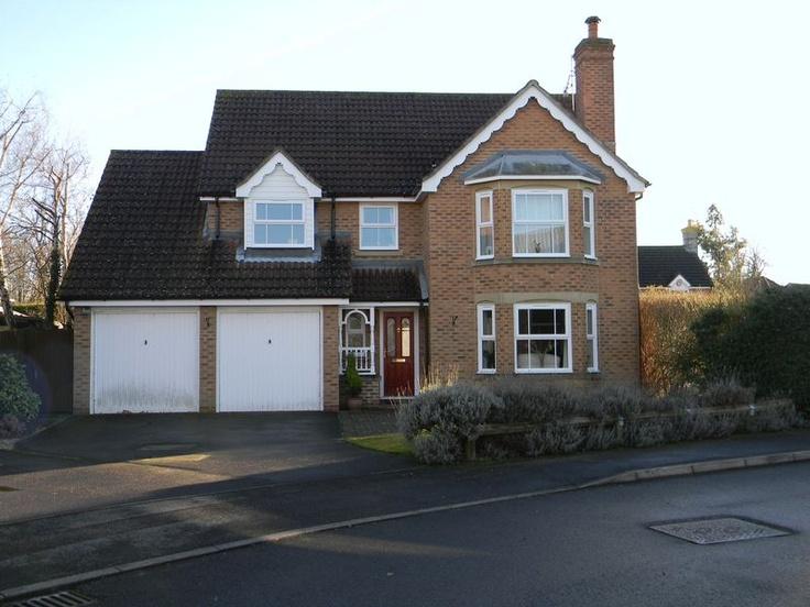 Monthly Rental Of £1,750  4 Bedroom Detached House - Franklin Road, Crawley, West Sussex, RH10 7FG Estate Agents
