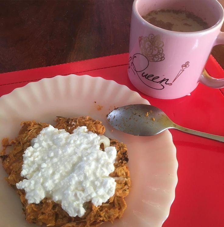 Olá! Bom dia! Boa terça! Por acaso alguém aqui é esquecido que nem eu e esquece tirar fotos das outras refeições e dos exercícios? Eu só consigo lembrar de tirar do café da manhã  (que foi frango desfiado com queijo cottage café com leite e canela). #healthylifestyle #healthytuesday #saude #dieta #maispertoqueontem #dukandiet #proteinas #geracaosaude by diariomayfit