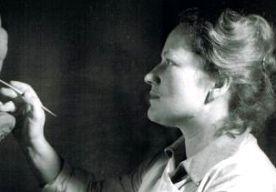 """9-Nov-2013 8:17 - PRINSES BEATRIX' KUNST IN HET LOO. Prinses Beatrix is vandaag aanwezig bij de opening van de tentoonstelling """"Katinka van Rood, vorstelijk beeldhouwster"""" in Paleis Het Loo. Daar zullen ook twee kunstwerken te zien zijn die gemaakt zijn door de prinses zelf. De twee beelden zijn nooit eerder tentoongesteld. De kunstenares Katinka van Rood gaf met tussenpozen beeldhouwles aan Beatrix. Van Rood werd als ontwerper onder andere bekend door de 'dubbelkop'. Deze munt, met de..."""