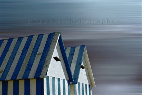 A stylised photography technique depicting beach huts. I live by the ocean and find that this influences the majority of my work. All photos are printed on professional photographic gloss finish paper. Watermark will not be on final print. Print does not come with border, frame or mount. Please feel free to contact me if you have any questions. To view more of my images please visit my website...traceyjonesstudio.com