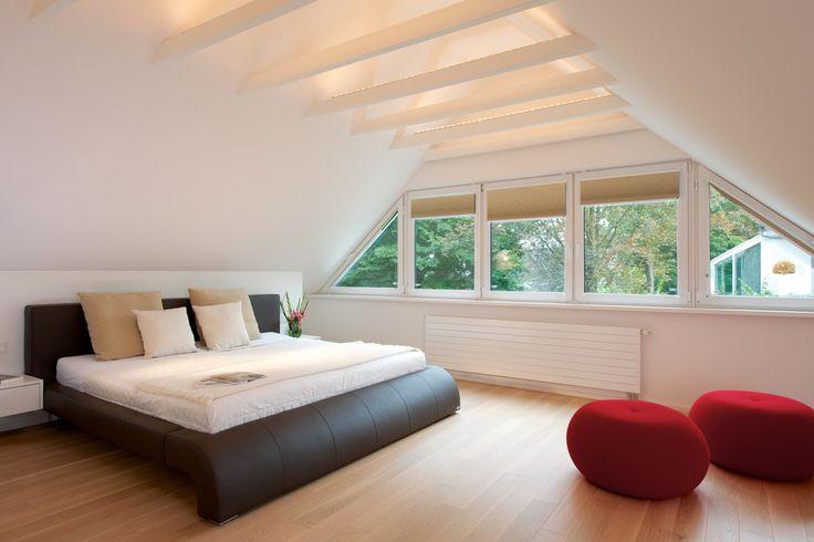 Schlafzimmer : Camera da letto moderna di GRID architektur + design