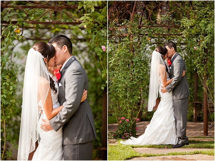 Outdoor Wedding Ceremony Pictures At Hummingbird House