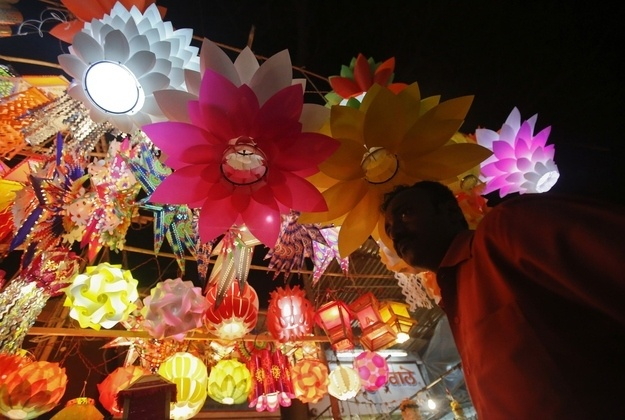 14 Beautiful Images Of The Hindu Festival Diwali