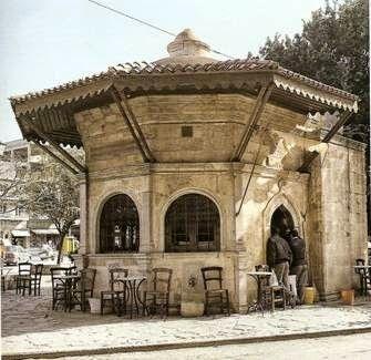 Koubes (Sebil) the Charity fountain in Kornarou square, now houses a traditional Municipal cafe, Heraklion - Η φιλανθρωπική κρήνη Κουμπές στην πλατεία Κορνάρου ως παραδοσιακό καφενείο, Ηράκλειο