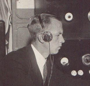 Theodorus Dubois (Groningen, 9 april 1907 - Voorschoten, 13 januari 1996) was radiotelegrafist-observator. Hij ging voor de technische verbindingsdienst van de staatspolitie werken om zo meer informatie over de vijand los te kunnen krijgen. In Utrecht zondt hij berichten van de Packard-groep naar Londen, bij een inval door de Sicherheitsdienst in oktober 1944 wist hij zich in het huis te verstoppen. Later werd zijn identiteit bij de Duitsers bekend maar toen was hij al bezet gebied al…