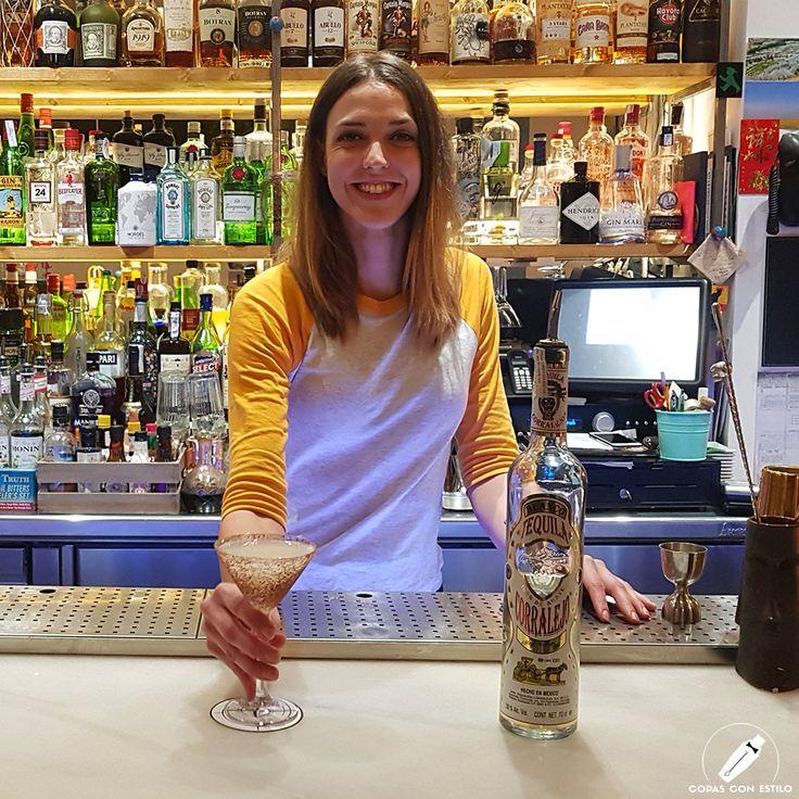 """La encantadora barmaid Lara Rodríguez nos preparó el sabroso y divertido cóctel """"Mi Dulce Chingona""""     #CopasConEstilo #Bartender #Cocktail #Coctelería #Cóctel #Cócteles #Madrid"""