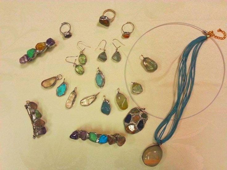 Túžite si vyrobiť osobný šperk pre seba či niekoho blízkeho? Príďte do príjemnej galérie ZIV na Trenčiansku 53 v Ružinove, kde si môžete vytvoriť originálne prívesky, náušnice, prstene, spony do vlasov umeleckou technikou TIFFANY (cínovanie) z krásnych a liečivých kryštálov. Povedie vás skúsená lektorka, ktorá vám pomôže aj s návrhom šperku a s výberom vhodných polodrahokamov. 26.5. a 15.6. (17:00 - 20:00) www.ziv.sk