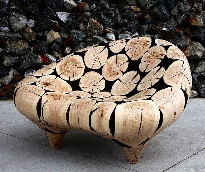 Kiselejtezett farönkökből alkot mesterműveket