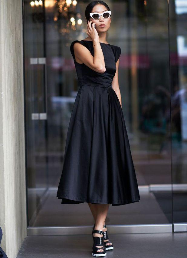 Entre accessoires pointus et robe faussement classique, ce look a tout bon !