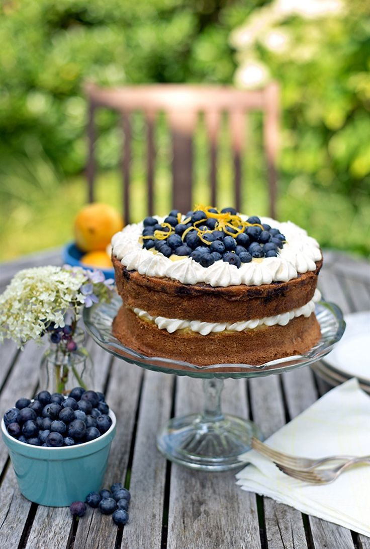 Blueberry cake with lemon curd and whipped cream - This stunning cake is pretty enough for a celebration but very easy to make!