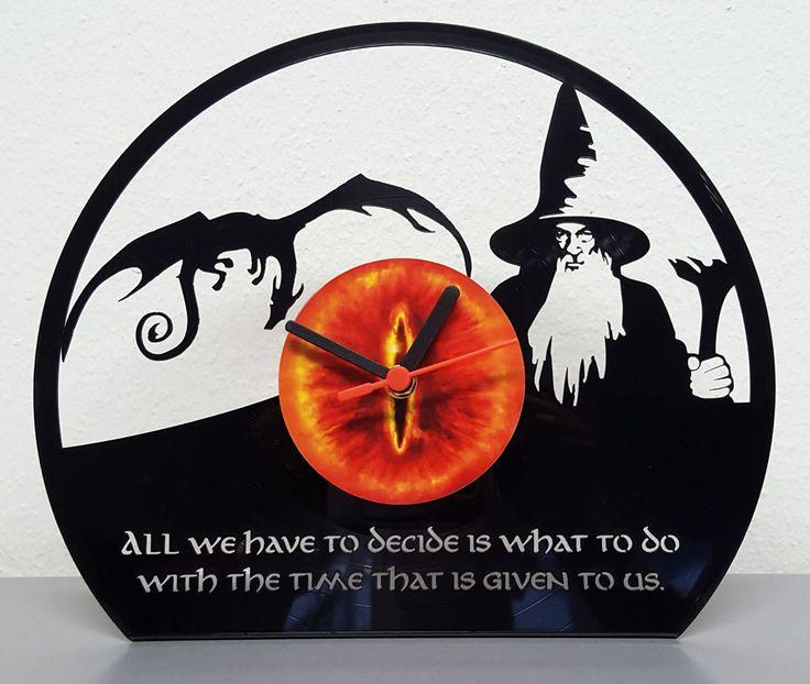 """Schallplattenuhr """"Hobbit"""", lasercut, zum Hinstellen - aktueller Aktionspreis: 29,- EUR auf myLASERart-shop.de"""