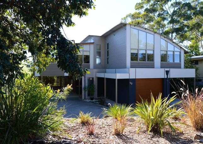 Number 10 Bannister, a Mollymook Luxury House | Stayz