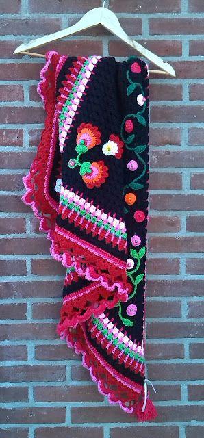 Preciosa manta, flores mexicanas y borde colorido en crochet