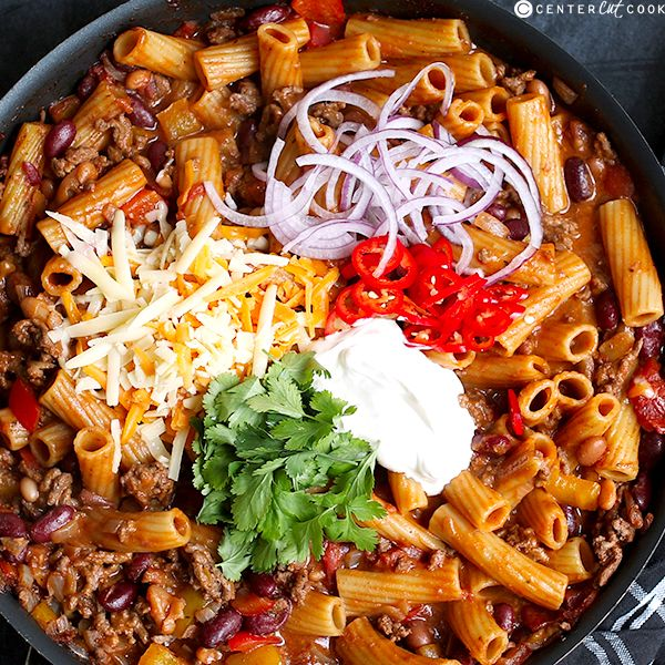 Skillet Chili Mac n' Cheese- a one-pot mac and cheese with spicy beef chili flavors and a rainbow of toppings.