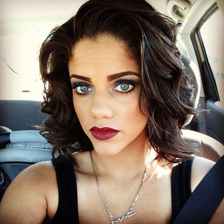 makeup artist smokey eyes