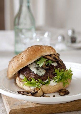 Hamburger med sopp og blue cheesedressing - Oppskrift