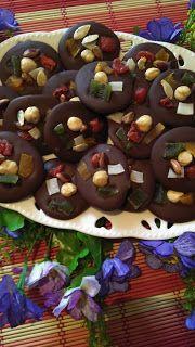 gülay'in Mutfağı:  EV YAPIMI ÇİKOLAT  250 gr ham sütlü çikolata50 gr...