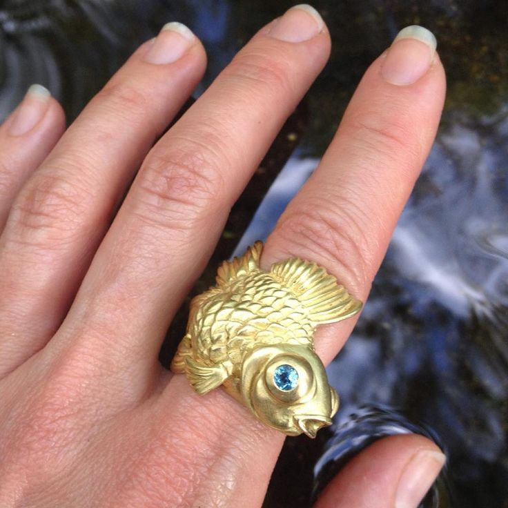 Goldfish ring going for a dip  #goldfish #goldring #cocktailring #manyaandroumenjewelry #goldfishring #animaljewelry #naturejewelry #finejewelry #pisces #blue #bluetopaz #statementjewelry #gold #koi #seajewels #animalart #animalsculpture