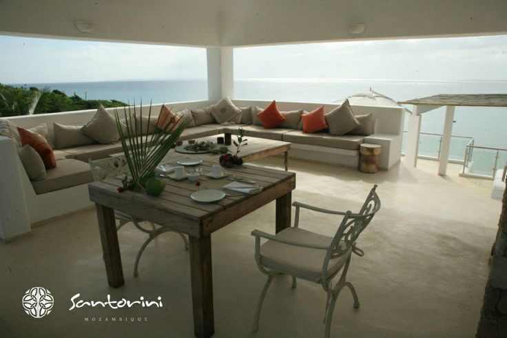 Have a meal with a phenomenal view while you stay at Villa Santorini.  #santorini #mozambique #seaside #food