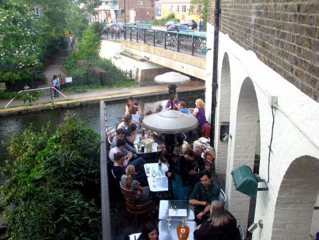 Canal 125 has a small terrace in a great position looking out over the canal, as well as some more tables on the flat roof up on the first floor. Kings Cross London