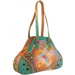 Suntem in plina vara, deci daruieste-i sotiei de Sf. Ilie un accesoriu de sezon, o geanta din piele naturala, Anuschka