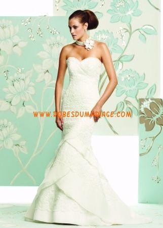 Paloma Blanca belle robe de mariée sans bretelle col en cœur ornée de pli satin