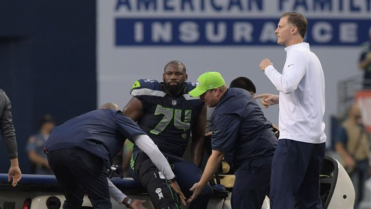 Seahawks-Vikings: George Fant carted off field after suffering apparent right knee injury